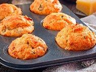 Солени мъфини със сирене и мариновани сушени домати